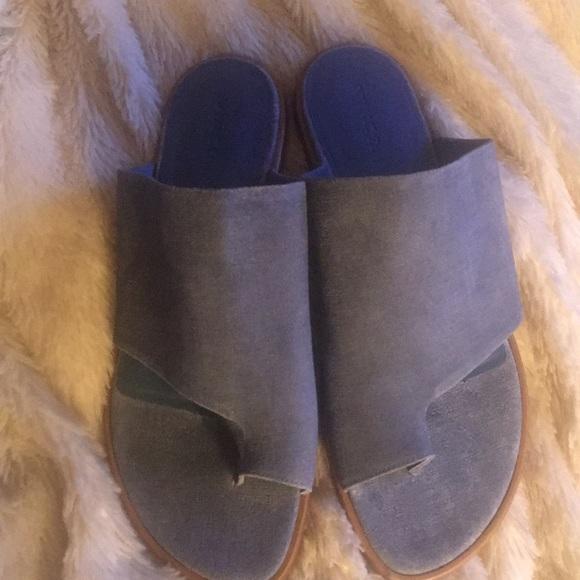 bd4a7b0d0880 Vince Edris suede sandal. M 5bc169006a0bb743c39d2fd8